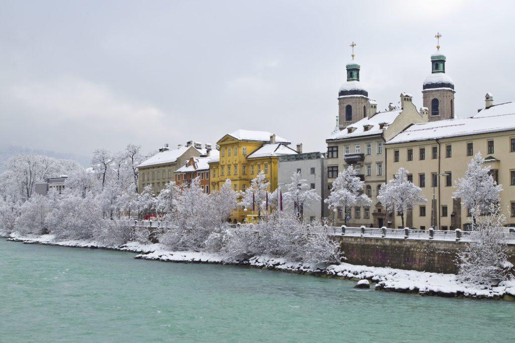 La esplendorosa metrópoli austriaca se ubica a orillas del río Inn FOTO: Innsbruck.imfo
