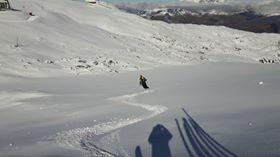 Los pisters de Les 2 alpes en pleno descenso antes de la apertura del glaciar FOTO: Les 2 Alpes