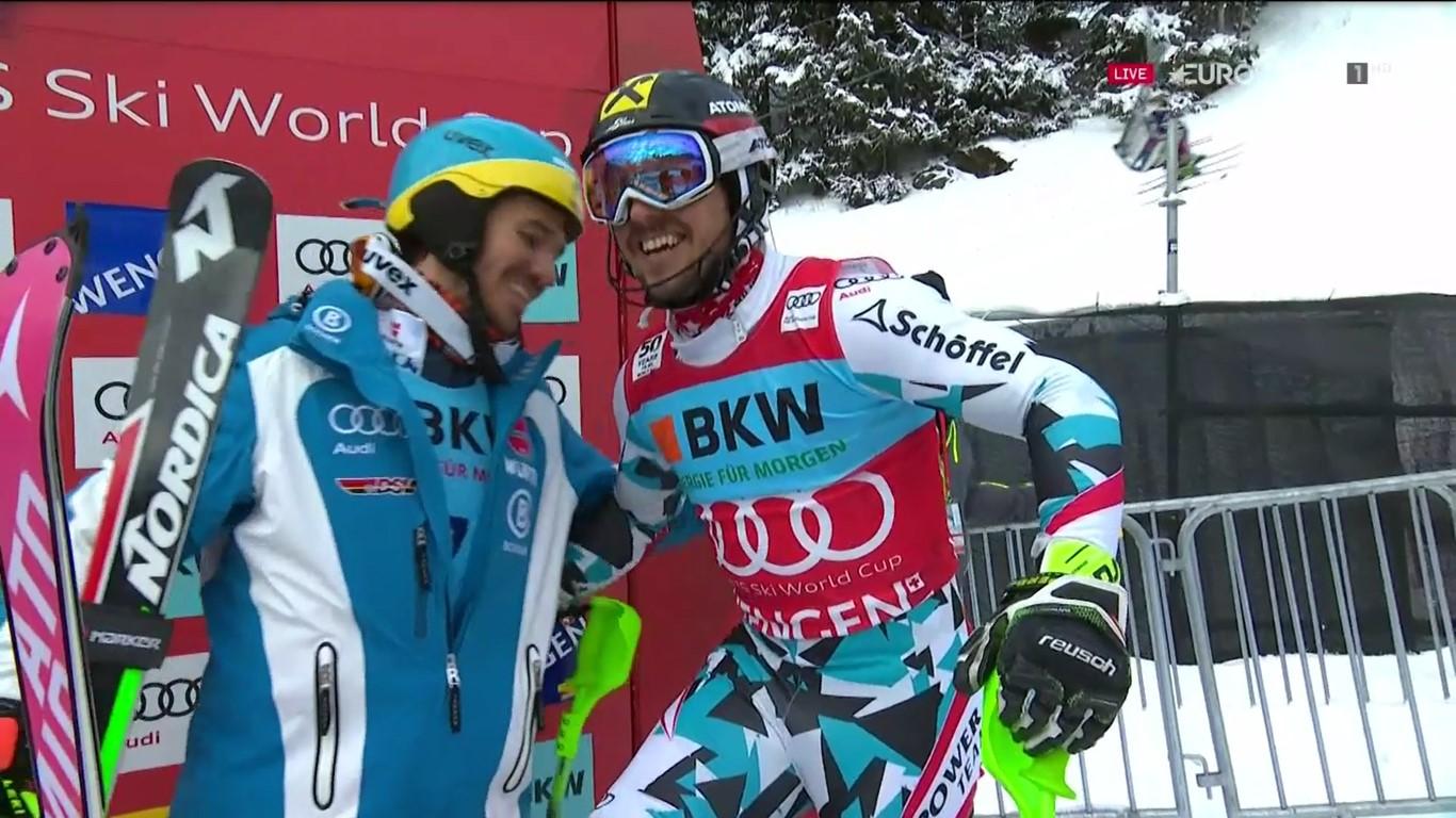 Neureuther felicita a Hirscher por su mejor tiempo. La alegría le duró poco al austriaco FOTO: Eurosport