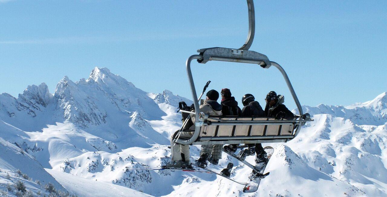 Las vistas de las cimas pirenaicas desde Ax 3 Domaines son espectaculares FOTO: Les Pyrénées