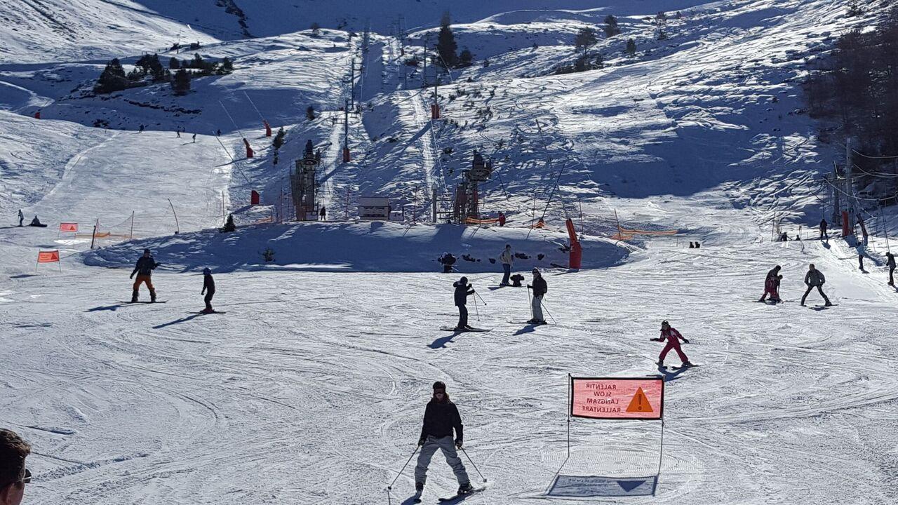 Ax 3 Domaines ofrece una gran variedad de pistas y trazados en sus tres áreas esquiables FOTO: Les Pyrénées