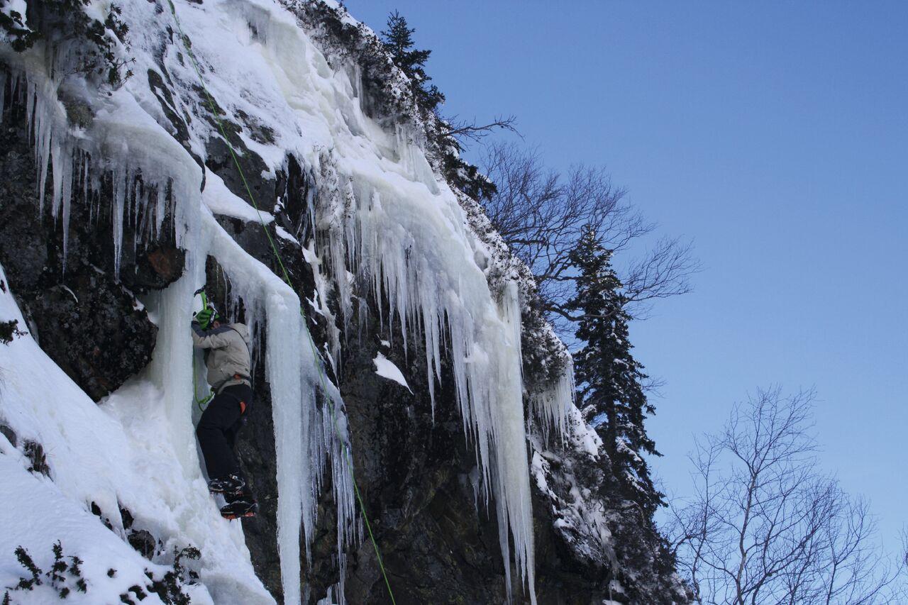 Escalar en hielo, una de las opciones de la zona FOTO: Les Pyrénées