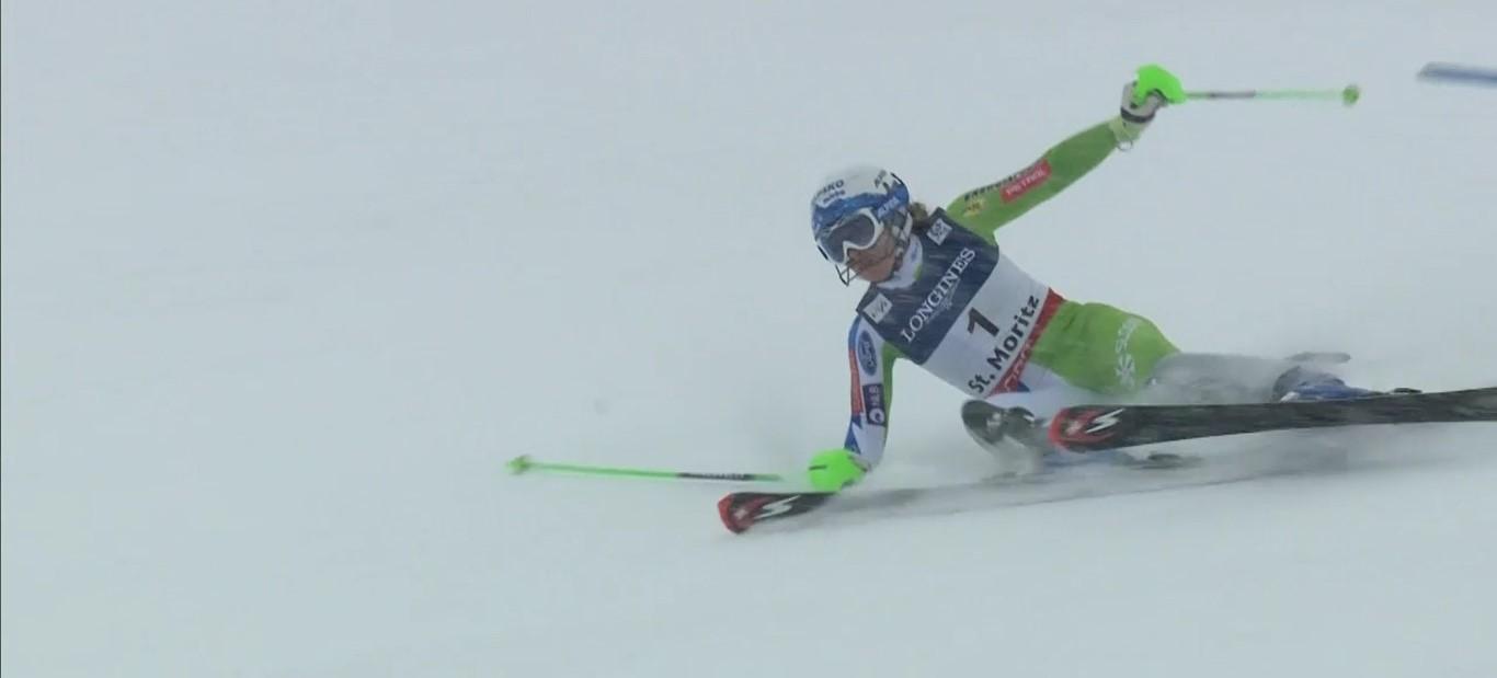 Ilka Stuhec, ganadora de la única combinada disputada hasta ahora en la Copa del Mundo, en el momento de perder el equilibrio y una medalla casi segura FOTO: Eurosport