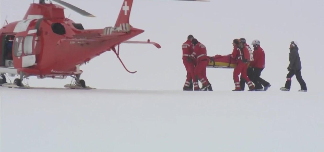 Lara Gut fue evacuada en helicóptero y su temporada ha terminado a causa de una grave lesión de rodilla FOTO: Eurosport