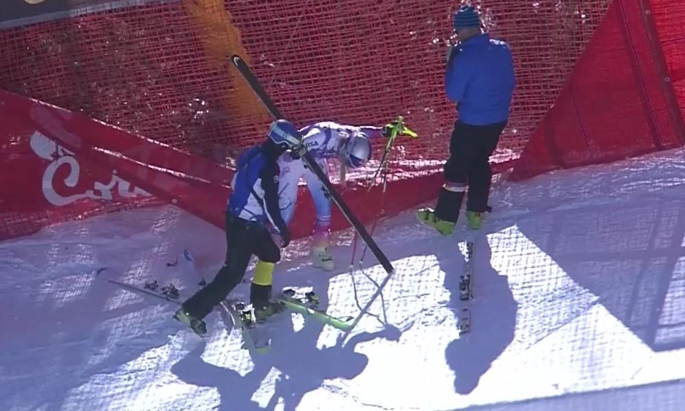 Lindsey Vonn es atendida tras caerse en el descenso de Cortina, su cuarta carrera de la temporada FOTO: Eurosport