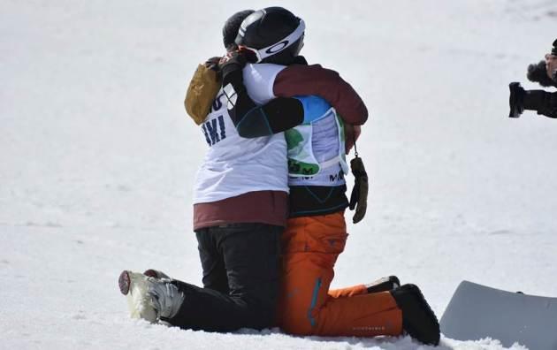 Lucas se abrazó a su hermano en la misma meta