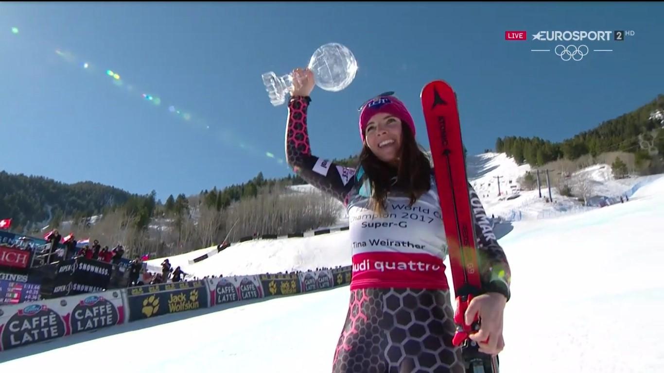 Tina Weirather posa satisfecha con el primer Globo de cristal de su carrera, logrado hoy tras ganar en el super G de Aspen FOTO: Eurosport