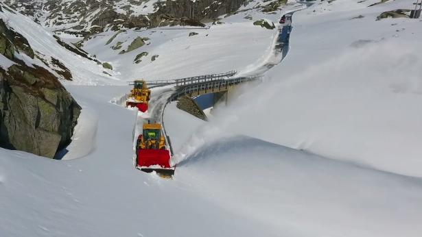 La carretera camino a Kjerag en plena limpicza