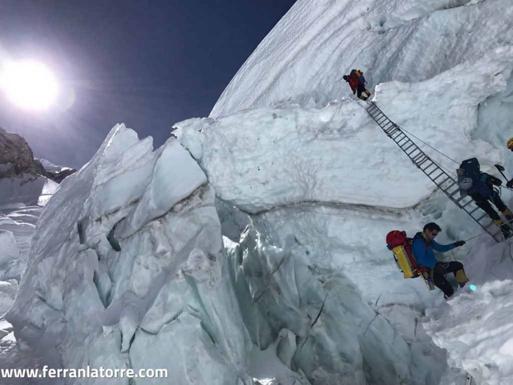 Latorre ya ha pasado la complicada cascada de hielo Khumbu