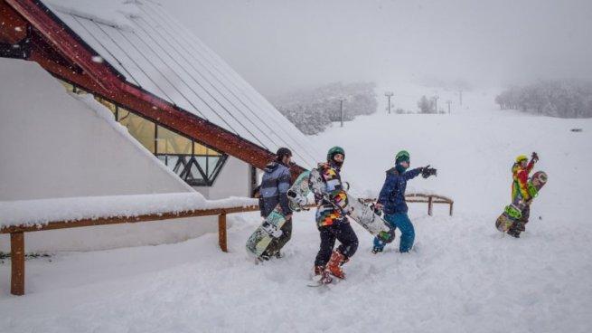 Otra imagen con aficionados aprovechando la gran cantidad de nieve