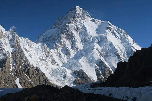 Óscar Cadiach está cada vez más cerca del Broad Peak