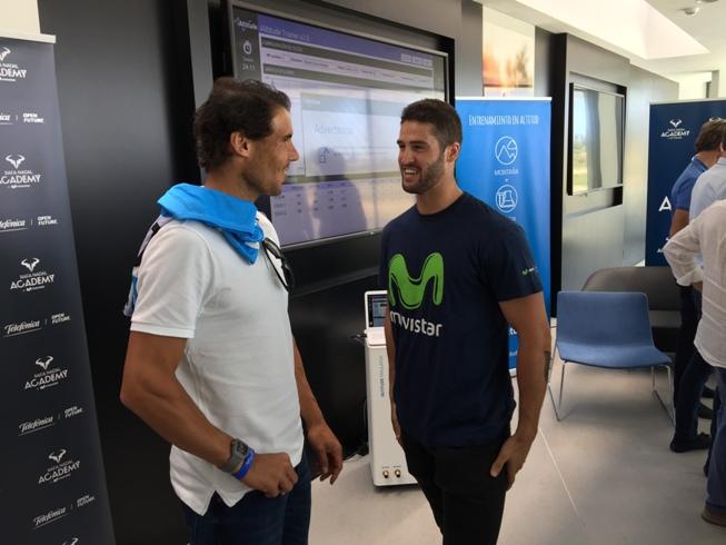 Rafa Naadal y Lucas Eguíbar conversan amicalmente