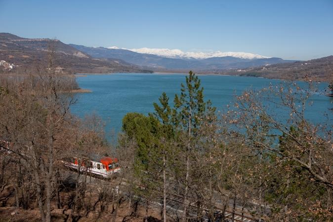 La línea atraviesa parajes de ensueño entre Lleida y la zona preepirenaica de la Pobla de Segur