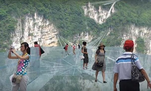 La pasarela hace, o no, las delicias a los turistas