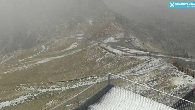 Grandvlira, en Andorra, comienza a teñirse de blanco