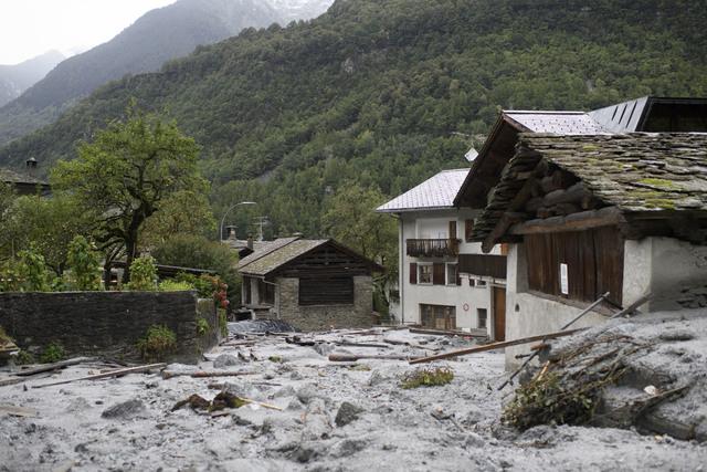 Desprendimiento de la parta baja del glaciar Trift, donde hubo que desalojar 220 personas de Saas Fee