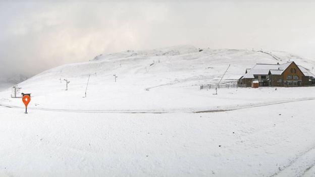 La nieve al otro lado de la frontera deja esta bella imagen de Saint Lary.