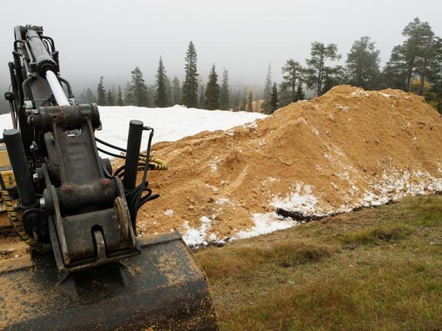 Otra imagen de la nieve protegida también con serrín