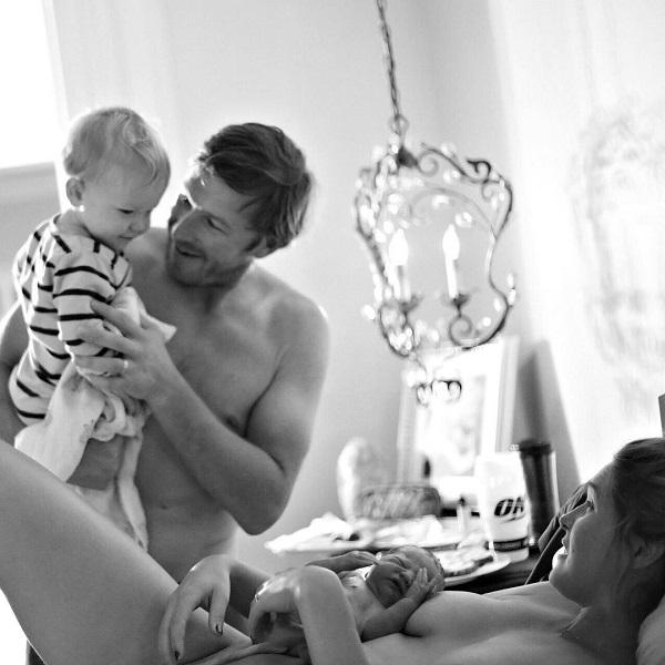 Bode Miller en el hospital tras el nacimiento de su cuarto hijo. Su familia es su prioridad absoluta