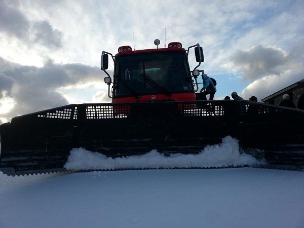 Las máquinas pisanieves ofrecen la posibilidad de descubrir los parajes más bellos de Peyragudes y del 'First Track' o esquiar a primera hora de la mañana con los remontes todavía cerrados
