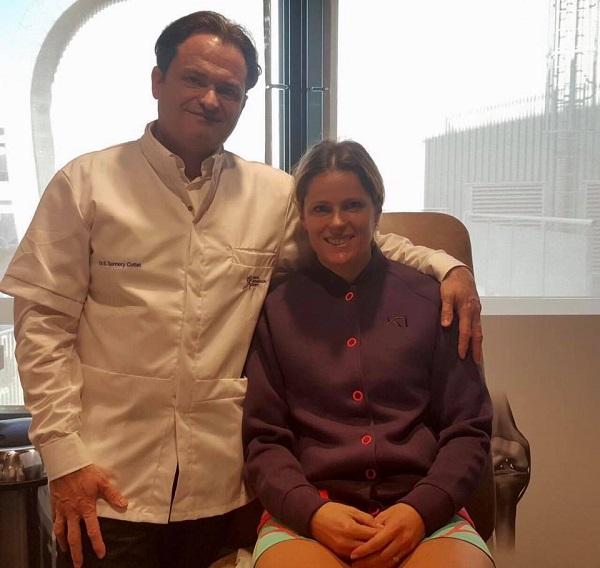 La eslovaca de 33 años con el cirujano Bernard Sonnery-Cottet