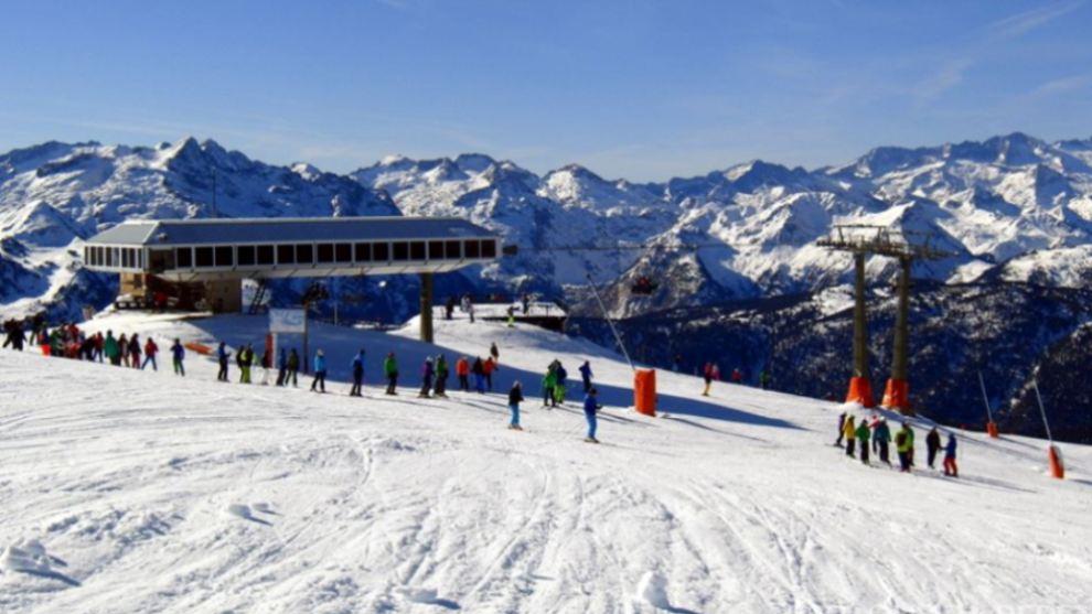 La nieve y el buen tiempo animaron a ¡4.500 aficionados el fin de semana pasado