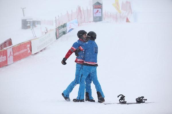 Lucas y Regino se felicitan mutuamente tras conseguir la victoria FOTO: RFEDI