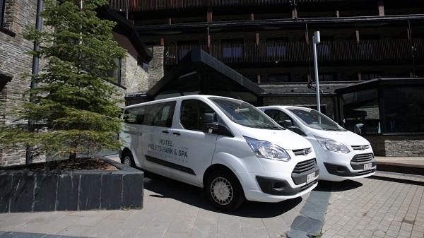 Del transporte de los clientes hasta las pistas también se ocupa el hotel Park Piolets