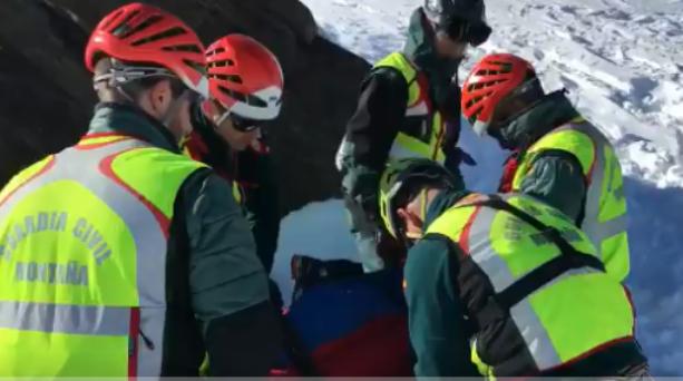 Otra imagen del rescate, cerca del Mulhacén