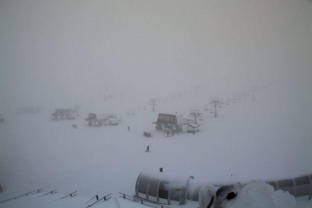 Sierra Nevada también ha recogido un buen paquete, aunque el viento ha obligado a cerrar las pistas
