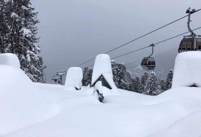 La estación de Nauders en Austria también colgada por el elemento blanco