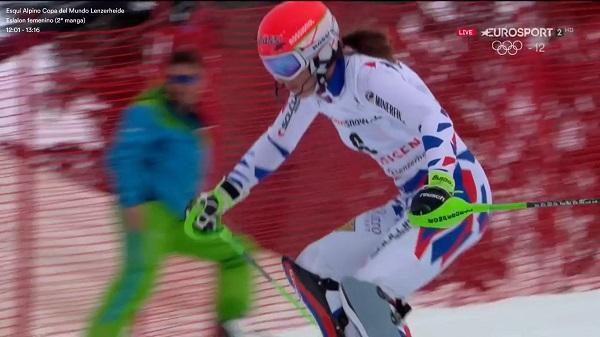 Un error de Mikaela Shiffrin en el tramo final del slalom de Lenzerheide ha dejado la victoria en bandeja a Petra Vlhova