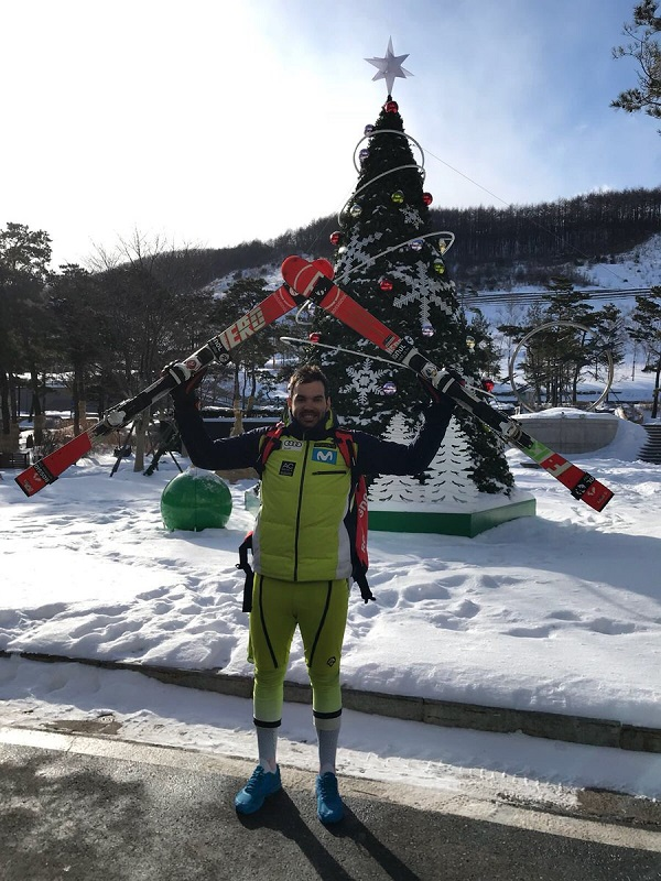 Quim Salarich posa satisfecho en la estación surcoreana de High 1 Resort tras lograr su primera victoria de la temporada