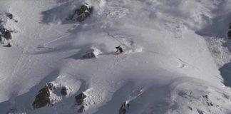 El alud persigue al rider durante el descenso
