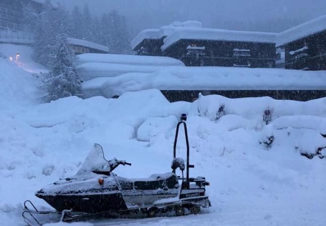 El centro invernal de Cervinia está colgado de nieve