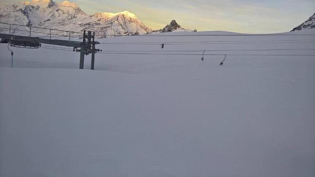 Otra instantánea se Saas Fee enterrada por la nieve