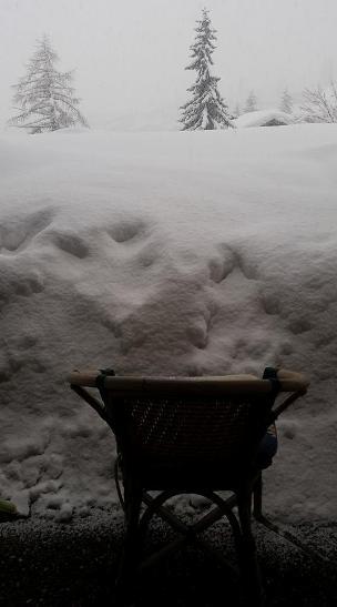 La nieve en terraza de un apartamento en Saas Fee llega a los 2 metros de altura