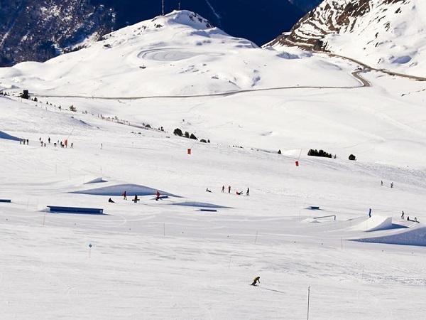 El Snowpark tiene tres líneas diferenciadas reservadas a distintos niveles de técnica. Con ello se aumenta la seguridad FOTO: Baqueira Beret