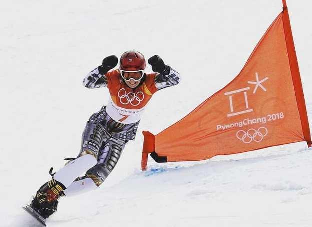 Ledecka en la prueba del gigante paralelo de snowboard