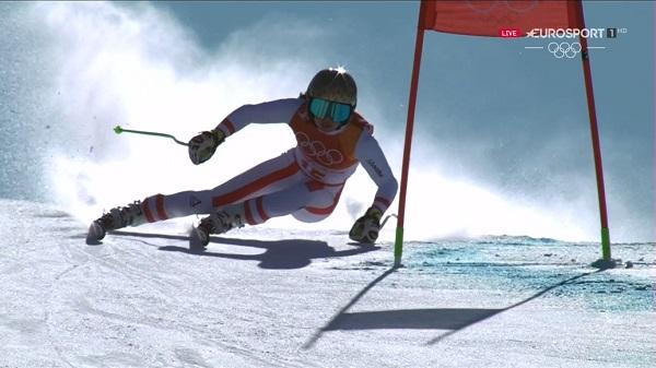 Anna Veith ha estado a punto de ser la primera mujer que revalida su título olímpico en super G. Al final se ha quedado con la plata