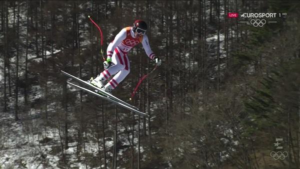 Una imagen poco habitual de Hirscher, volando en un descenso