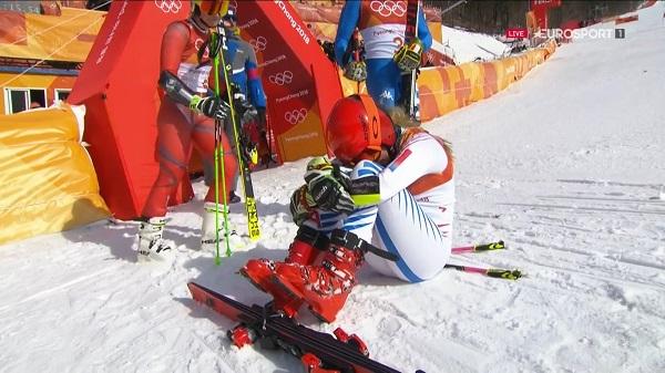 Mikaela Shiffrin no puede contener la emoción tras ganar el oro olímpico en el gigante