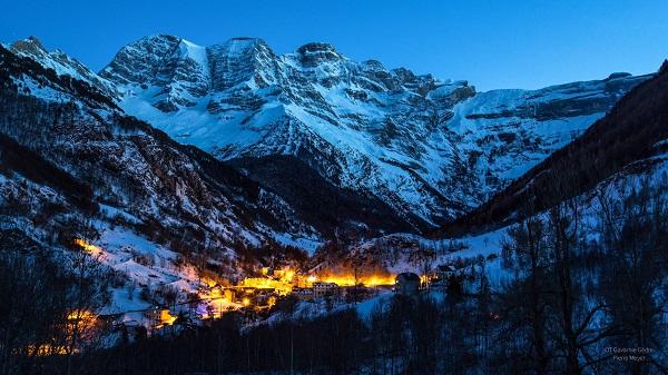 El pueblo de Gavarnie está dominado por su impresionante Circo, declarado Patrimonio Mundial de la Humanidad por la Unesco