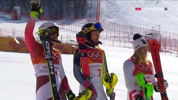 El poidio del slalom femenino. De izquierda a derecha, Holdener, Hansdotter y Gallhuber