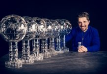 Marcel Hirscher posaante sus siete Grandes Globos de cristal que ha conquistado de manera consecutiva. FOTO: Red Bull Pool