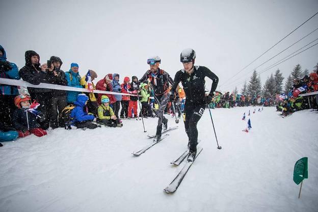 Kilian Jornet y su compañero de equipo Jakob Hermman durante la carrera