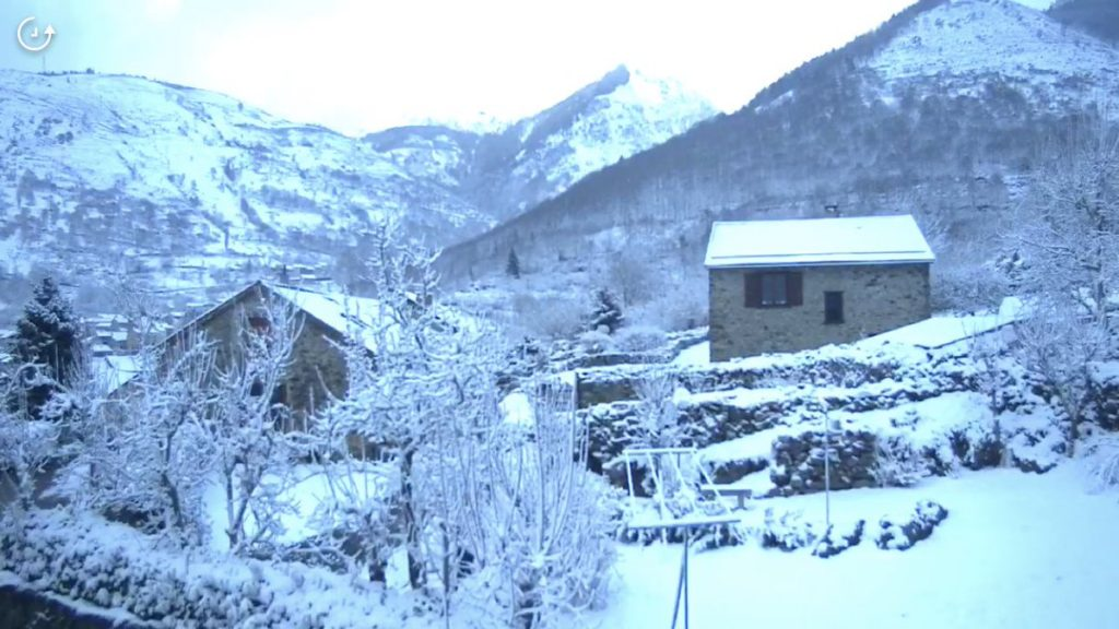 Así lucen de blanco los Pirineos franceses