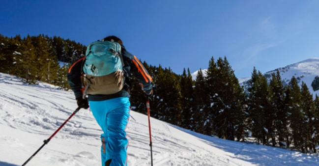 Un esquiador de montaña en Cerler