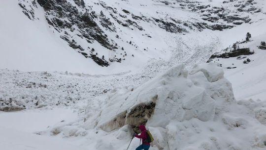 La avalancha que ha enterrado el refugio del Pla de l'Estany, en una fotografía publicada por el Servicio Meteorológico de Andorra en su cuenta de Twitter.