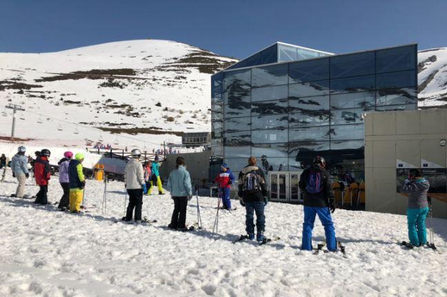Un grupo de esquiadores en las pistas cántabras